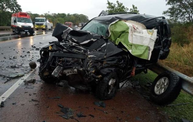 Jeep Cherokee completamente destruído após o acidente